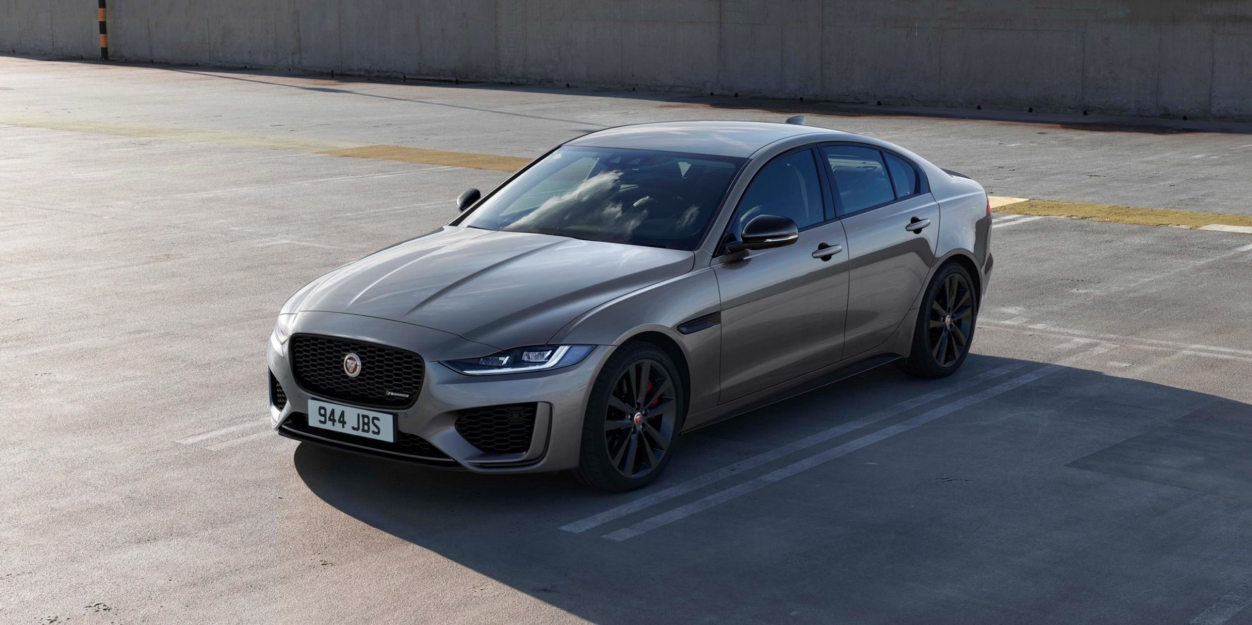 4 Jaguar XE revealed with mild-hybrid engine and more tech carwow - Jaguar Xe 2021 Uk