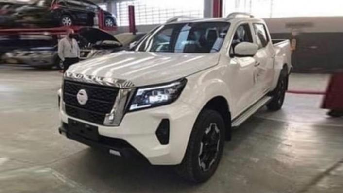 4 Nissan Navara caught undisguised – UPDATE: Teased! - revRebel