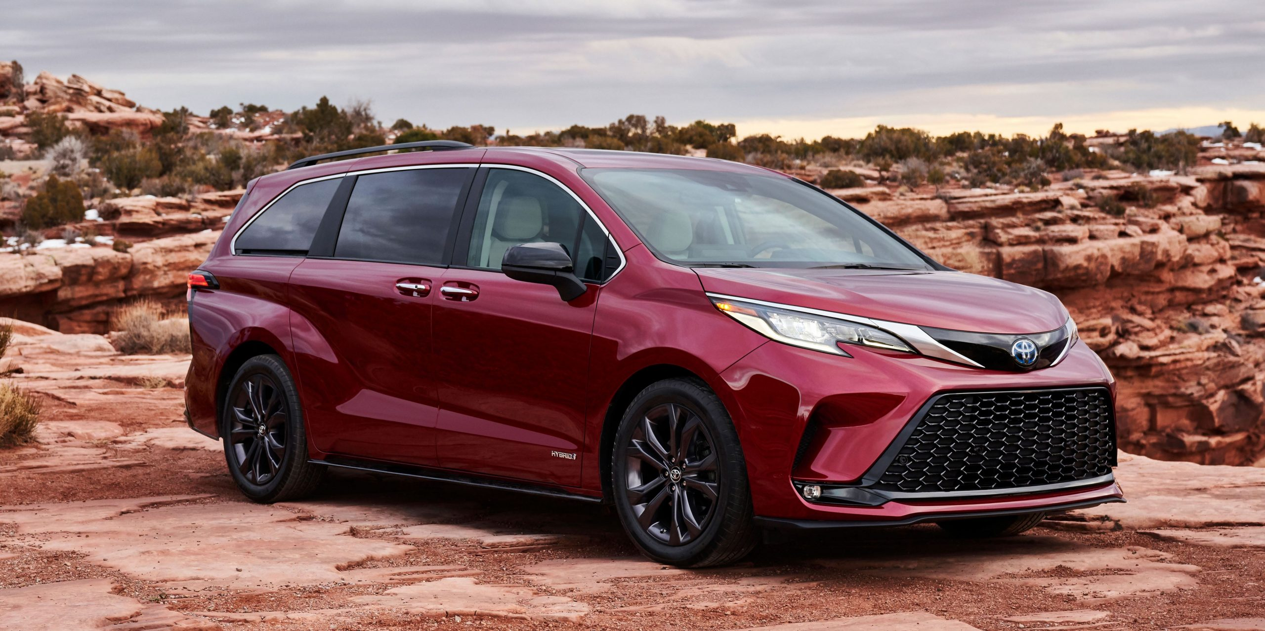 4 Toyota Sienna Looks Wild and Comes Only as a Hybrid - Toyota Minivan 2021