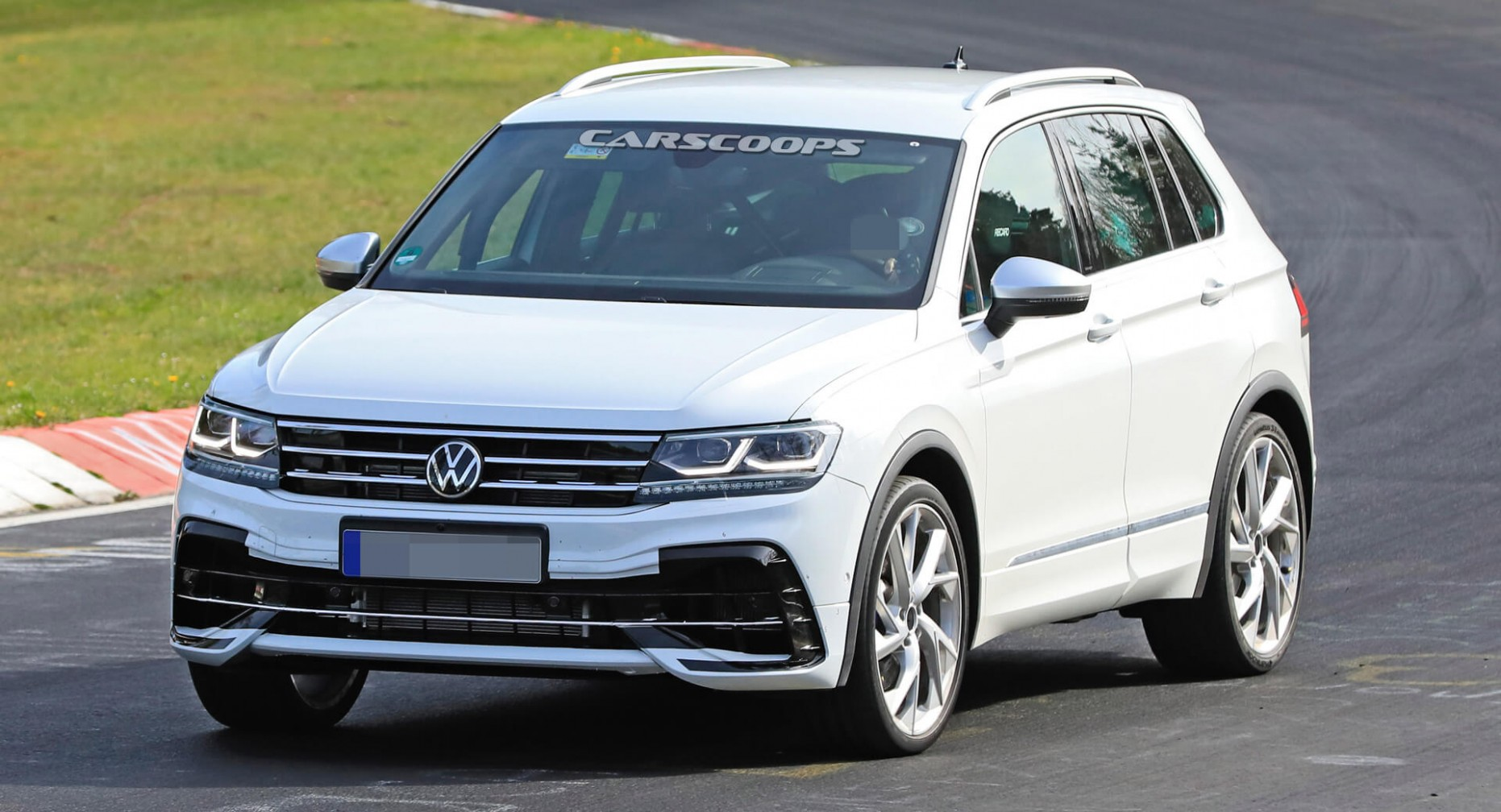 4 Volkswagen Tiguan R Flexes Its Muscles On The Nürburgring