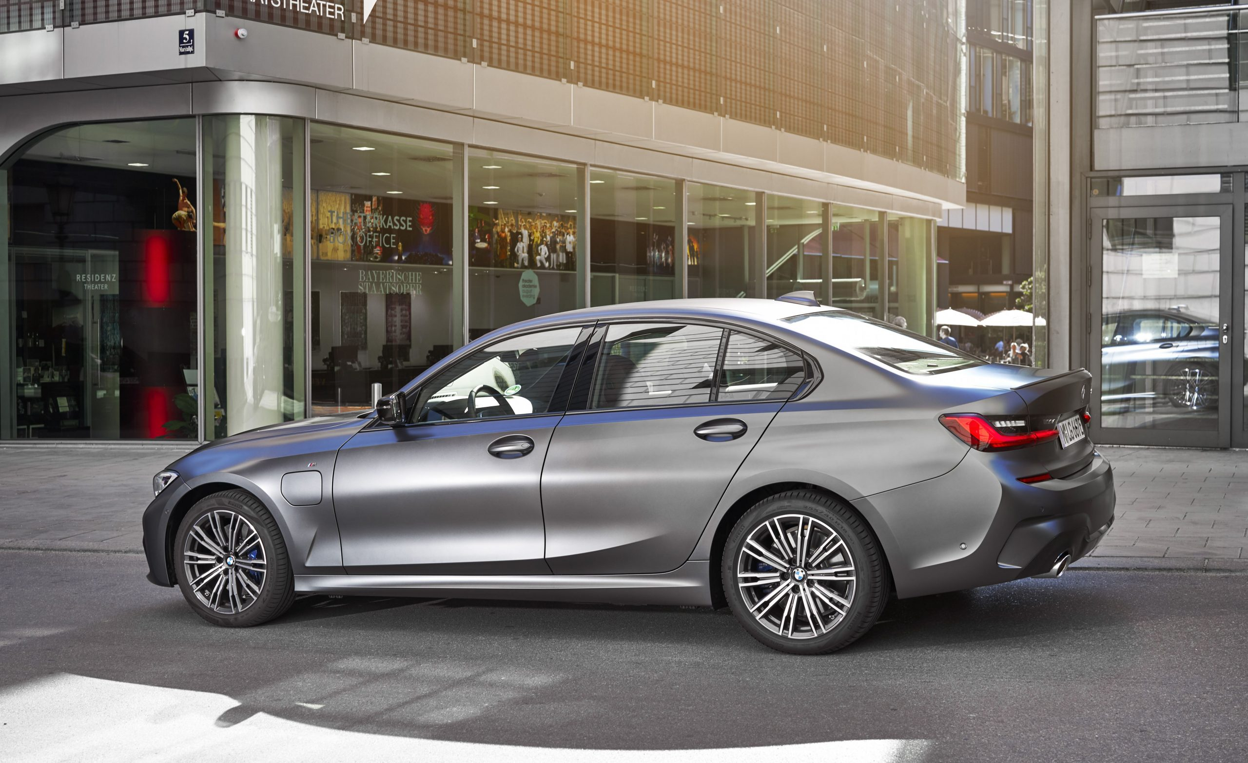 5 BMW 5-Series Review, Pricing, and Specs - 2019 Vs 2021 BMW 3 Series