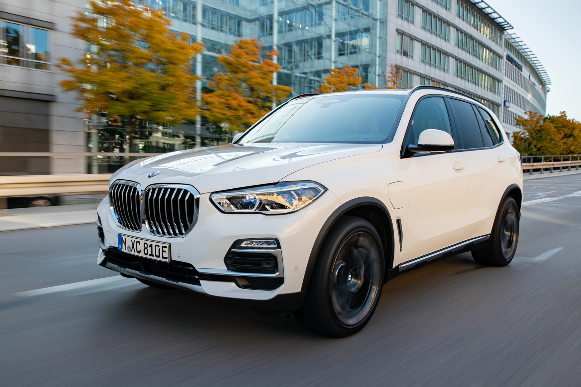 5 BMW X5 plug-in hybrid SUV: More power, more than double the - BMW Truck 2021