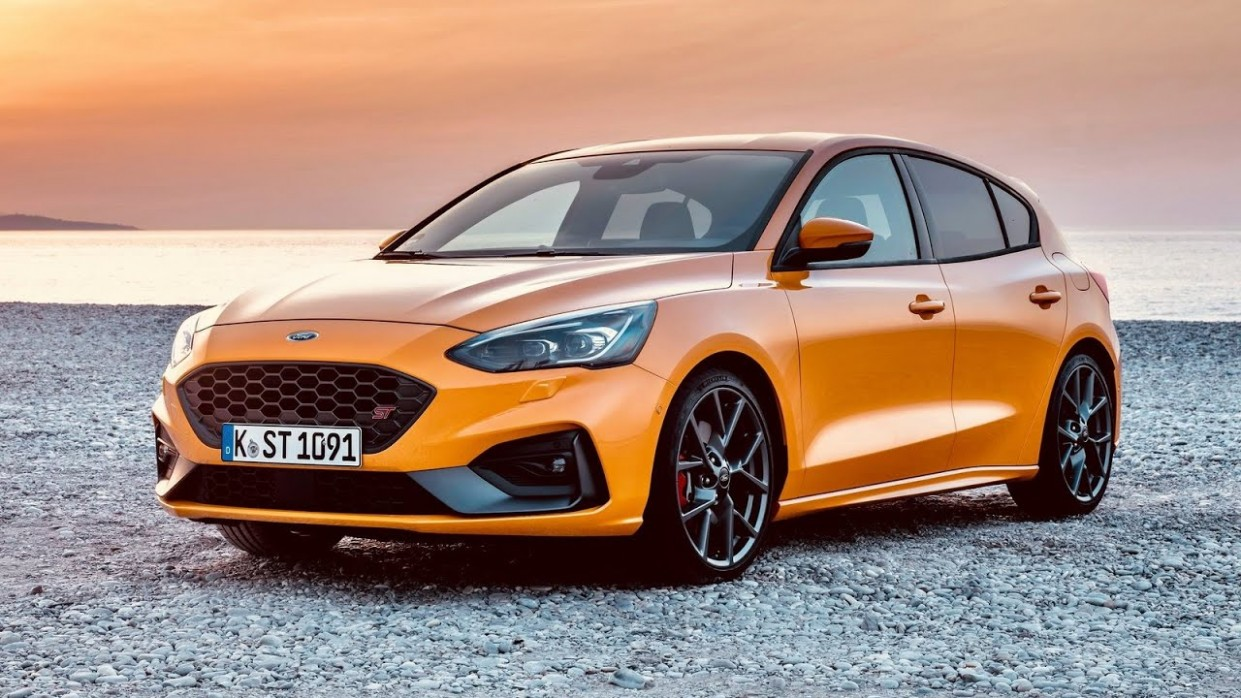 Ford Focus ST 4 - 4 Review, Photos, Exhibition, Exterior and Interior